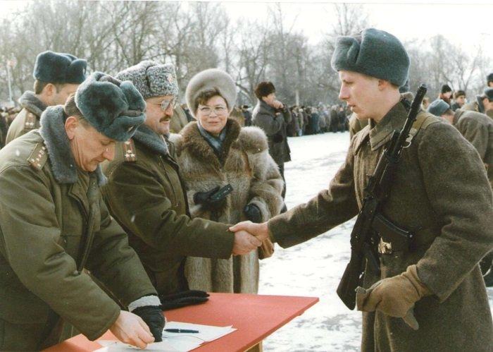 Зачисляется в трудовой стаж служба в армии?