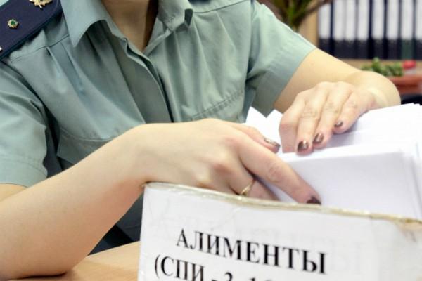 Отказ от ребенка отцом освобождает от алиментов